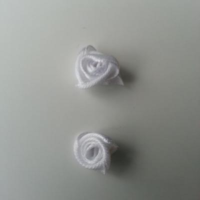 Lot de 2  minis roses en satin 10 à 15mm blanc