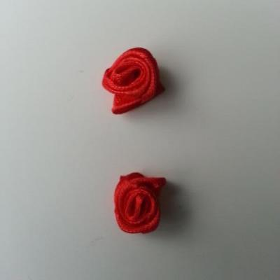 Lot de 2  minis roses en satin 10 à 15mm rouge