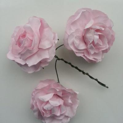 lot de 3 roses en papier rose sur tige 40mm