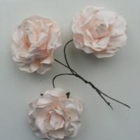 lot de 3 roses en papier peche sur tige 40mm