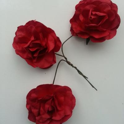 lot de 3 roses en papier rouge bordeaux sur tige 40mm