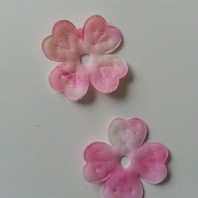 lot de 2 fleurs en tissu rose  et blanc 40mm