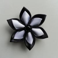 Fleur double en satin noire et blanche   5cm