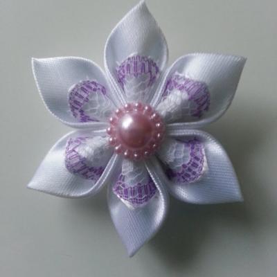 Fleur satin blanc et dentelle blanche et mauve  5cm