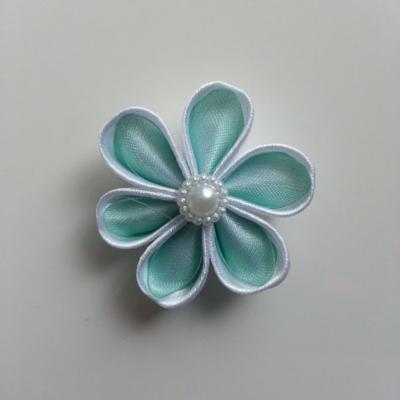 Fleur satin blanc et organza vert   4cm pétales ronds