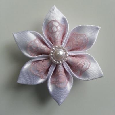Fleur satin blanche et dentelle vieux rose 5cm