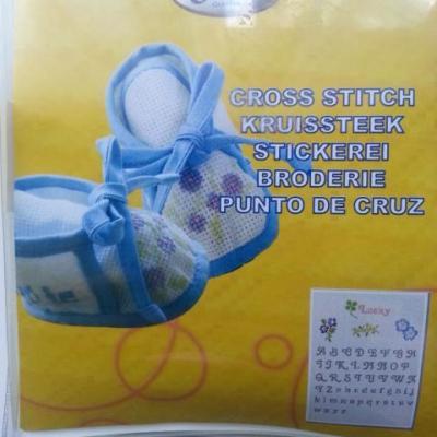 kit chaussons bébé bleu et blanc au point de croix