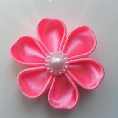 Fleur satin unie rose bonbon  5cm pétales ronds
