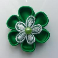 Fleur de satin et dentelle 5 cm pétales ronds vert sapin