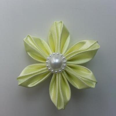 Fleur satin unie jaune pale   5cm pétales pliés