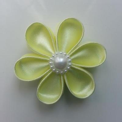 Fleur satin unie jaune  pale 5cm pétales ronds