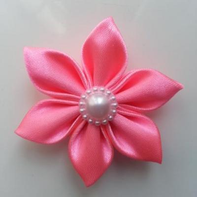 Fleur satin unie rose bonbon  5cm pétales pointus