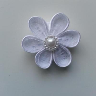 Fleur satin blanc et dentelle blanche   4cm pétales ronds