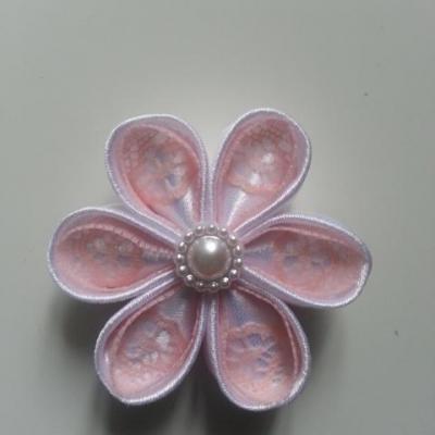 Fleur satin blanche et dentelle peche 5cm ronde
