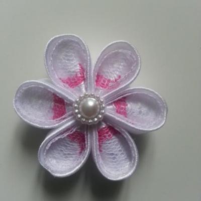 Fleur satin blanche et dentelle rose et blanche 5cm ronde