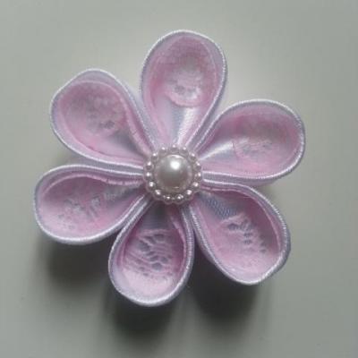 Fleur satin blanche et dentelle rose  pale 5cm ronde