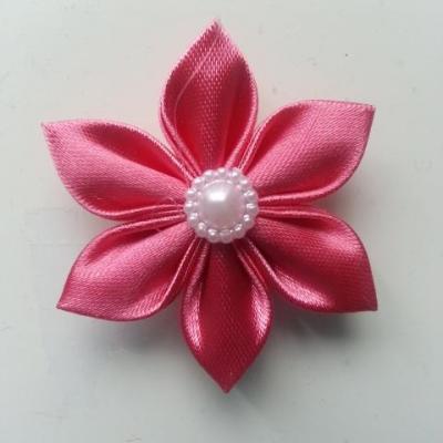 fleur en satin 4cm rose framboise  pétales pointus