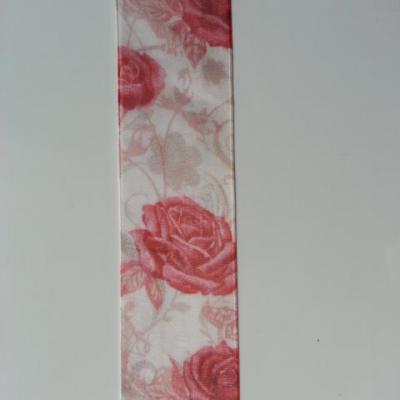 un mètre de ruban organza aux roses rouge et ivoire  40mm