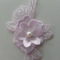applique fleur en dentelle mauve 12*8cm