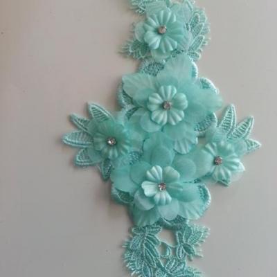 applique  en dentelle , fleur et strass vert pastel   21*10cm