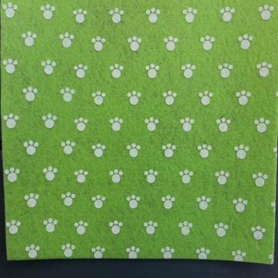 Carré de feutrine motif patte 15*15cm vert