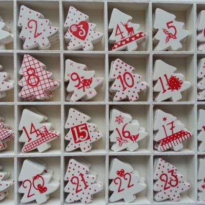 lot de 24 chiffres sapin en bois rouge et blanc pour calendrier de l 'avent