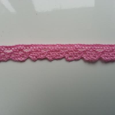 1 metre de ruban  de dentelle festonnée rose de    10 mm