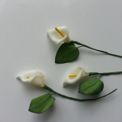 Lot de 3 minis fleurs arum sur  tige de 10cm ivoire