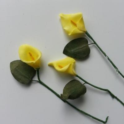 Lot de 3 minis fleurs arum sur  tige de 10cm jaune