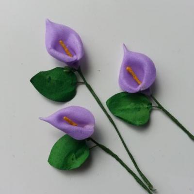 Lot de 3 minis fleurs arum sur  tige de 10cm mauve