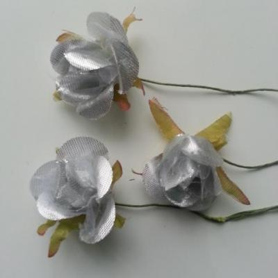Lot de 3 roses en tissu  de 4cm sur tige argent
