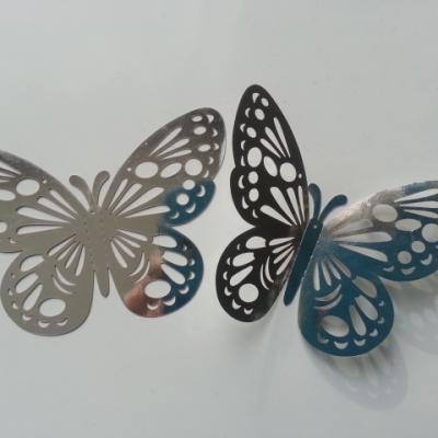 Petit  papillon  3D   en plastique 7.5*5.5 cm argent