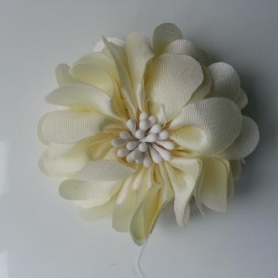 fleur en satin de soie et pistils 50mm  ivoire