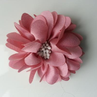 fleur en satin de soie et pistils 50mm  vieux rose clair