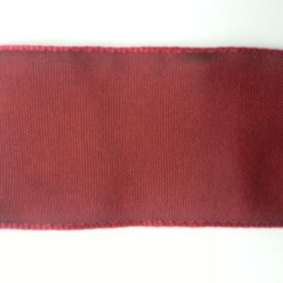 un mètre de ruban polyester bordeaux reflets rouge   40mm