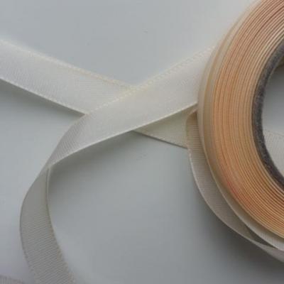 un mètre de ruban polyester  ivoire   15mm