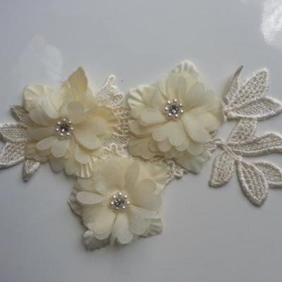 applique  en dentelle et fleur jaune pale  avec perle et strass  11*18cm