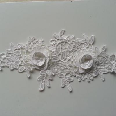 applique  en dentelle et fleur blanche  28*12cm