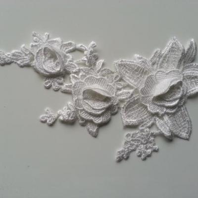 applique  en dentelle et fleur blanche  20*12cm