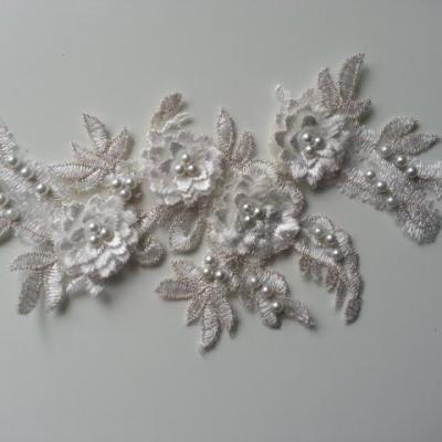 applique  en dentelle et fleur blanche et argent   22,5*11cm