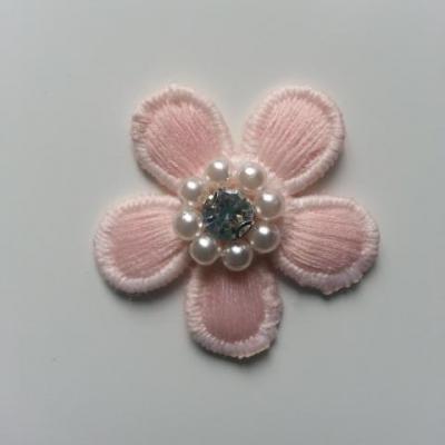 fleur en dentelle rose perle et  strass 35 mm