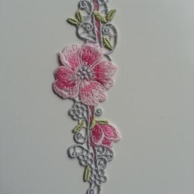 applique  en dentelle aux fleurs rose 17*4,5cm