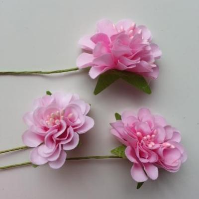 lot de 3 fleurs en tissu et pistils sur tige 40mm rose pale