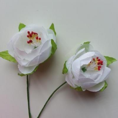 lot de 2 fleurs pistils et feuilles artificielles en tissu sur tige  blanc