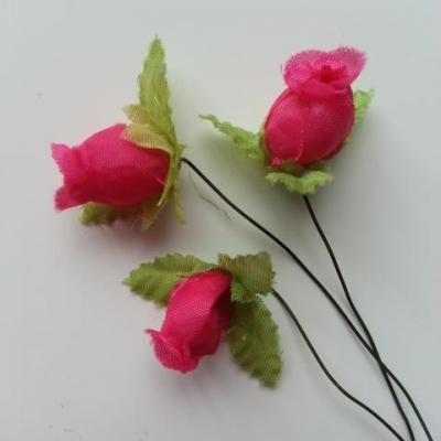 Lot de 3 roses et feuilles en tissu  sur tige rose fuchsia