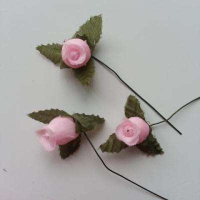 Lot de 3 roses et feuilles en tissu  sur tige rose