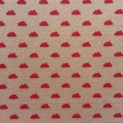 Carré de feutrine motif nuage 15*15cm beige et rouge