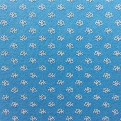Carré de feutrine motif fleur 15*15cm blanc et bleu ciel