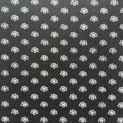 Carré de feutrine motif fleur 15*15cm blanc et noir