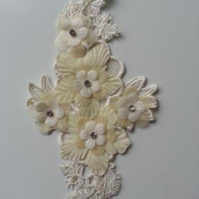 applique  en dentelle et fleur ivoire  avec  strass 22,5*12cm